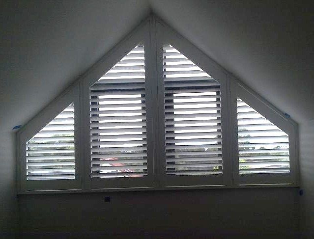 Specialty shaped blinds for arch and angled windows for Rideau fenetre triangulaire
