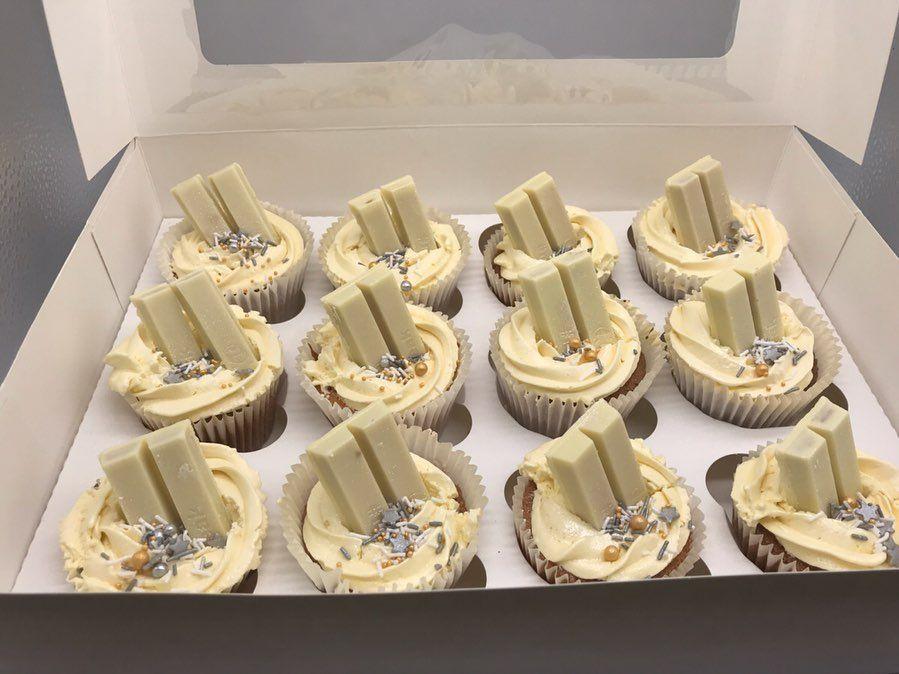 12 White chocolate Kitkat Cupcakes ✨ - - - - -