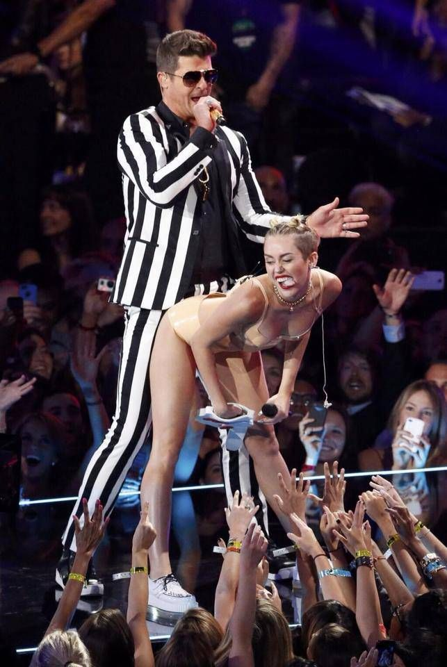 Performance vma Miley cyrus