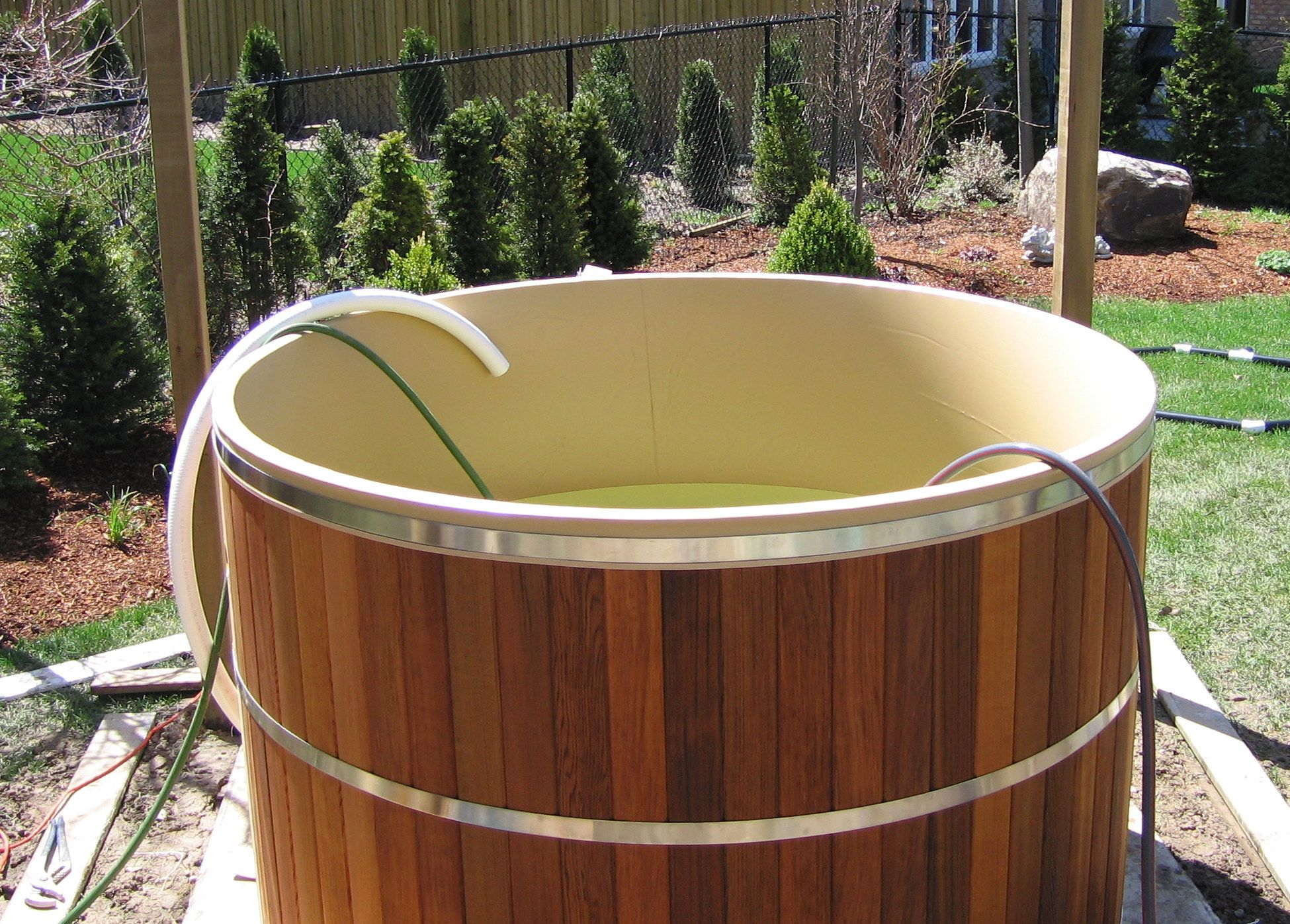Our cedar hot tubs feature a vinyl liner we have been for Tub liner