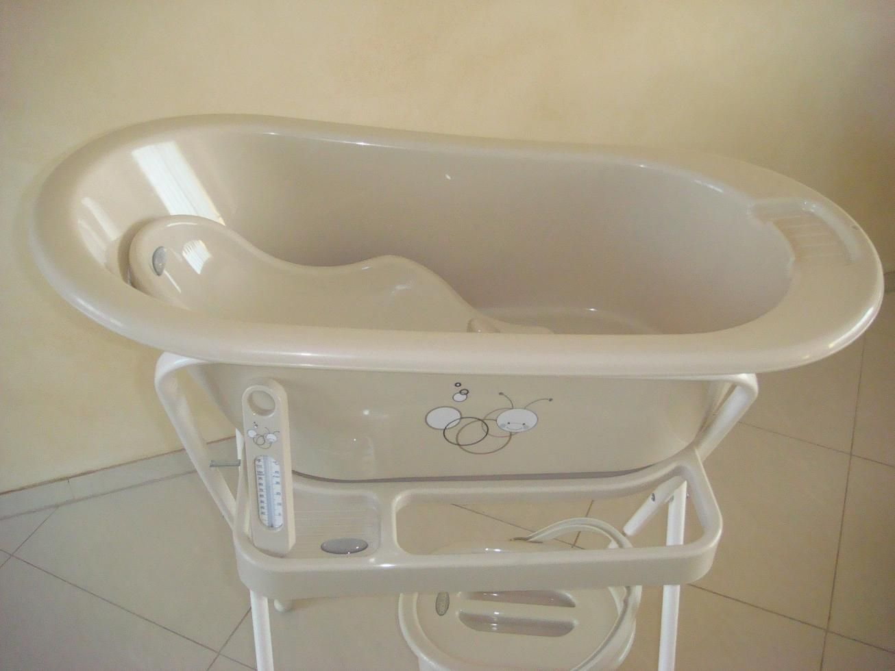 baby bath tub with stand by Bebe Jou | BABY\'s WORLD | Pinterest ...