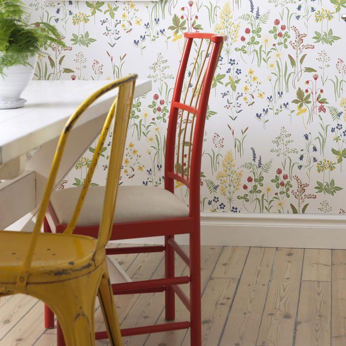 comedor con papel pintado de flores