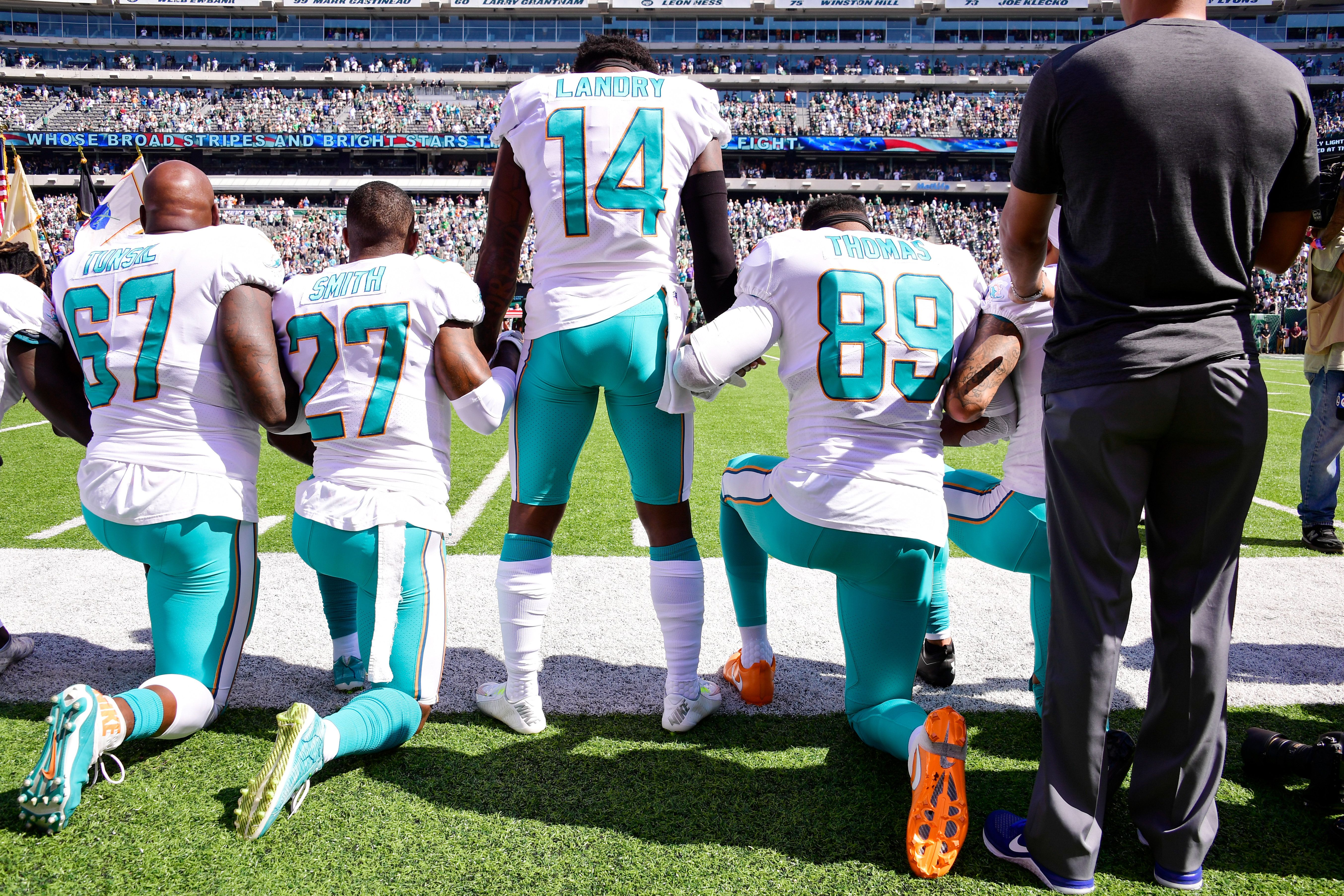Takeaknee Celebs And Nfl Stars React To Trump S Latest Criticism Of National Anthem Protests With Images Nfl Players Nfl Players Kneeling Anthem Protest