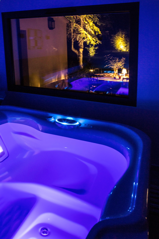 Epingle Par Les 2 Anges Suite Spa En Pro Sur L Appartement Spa Jacuzzi Sejour En Amoureux Chambre Luxe
