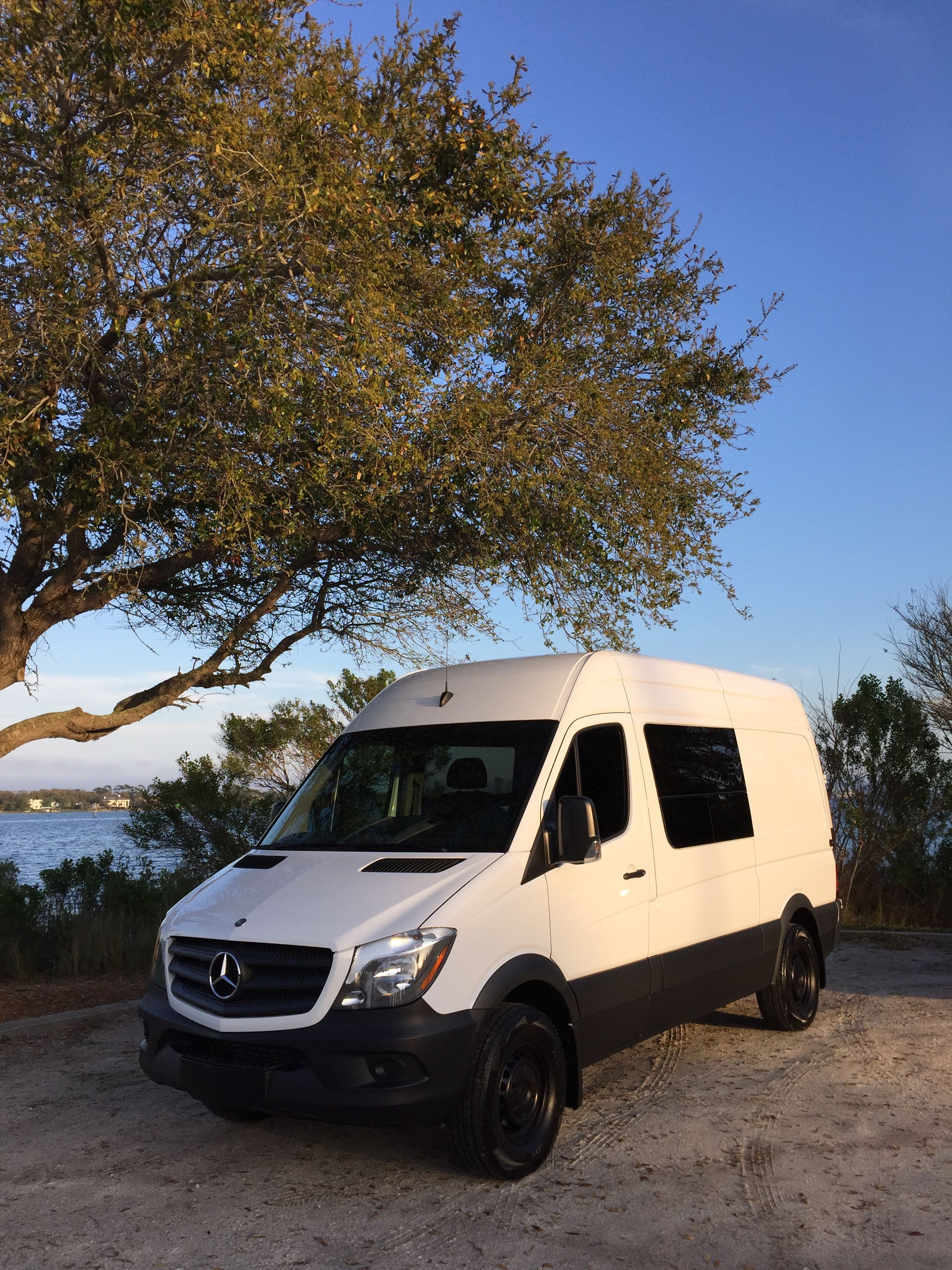 rental an awning and sleeper for includes cab conditioning benz outlet product siesta queen mercedes bed rv over master storage a exterior in heat sprinter the sale air