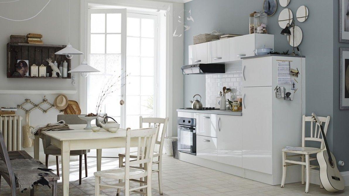 07836777 photo petite cuisine blanche carrelage metrojpg 1192672 cuisine pinterest petites cuisines blanches cuisine blanche et petite cuisine - Quelle Couleur Avec Une Cuisine Blanche