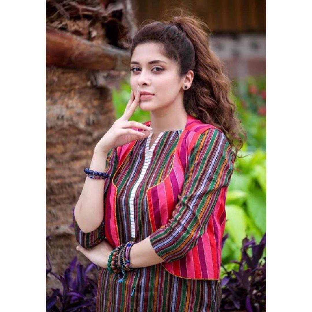 Gorgeous Azekah Daniel Beautiful Clicks Women Pakistani Dress Design Pakistani Dresses Casual