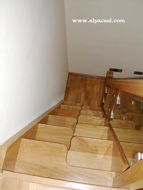 Escalera de pasos alternos y zancas a la francesa http for Escalera de madera 5 pasos