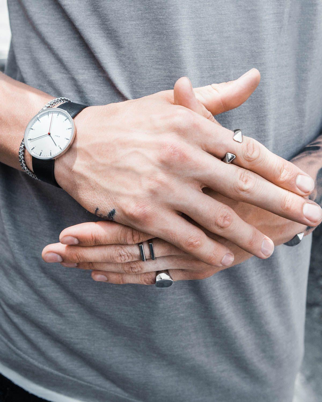 Pin de Morgan_ Carter em ᴢᴀᴄᴋ (ᴍʏ ᴏᴄ) | Mãos bonitas, Acessórios  masculinos, Acessórios de moda masculina