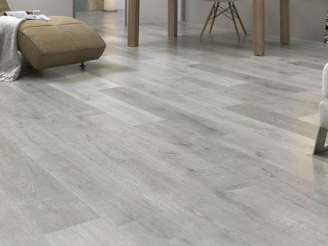 laminat fußboden grau weiß holz maserung möbel LEGNOPAN Wohnzimmer