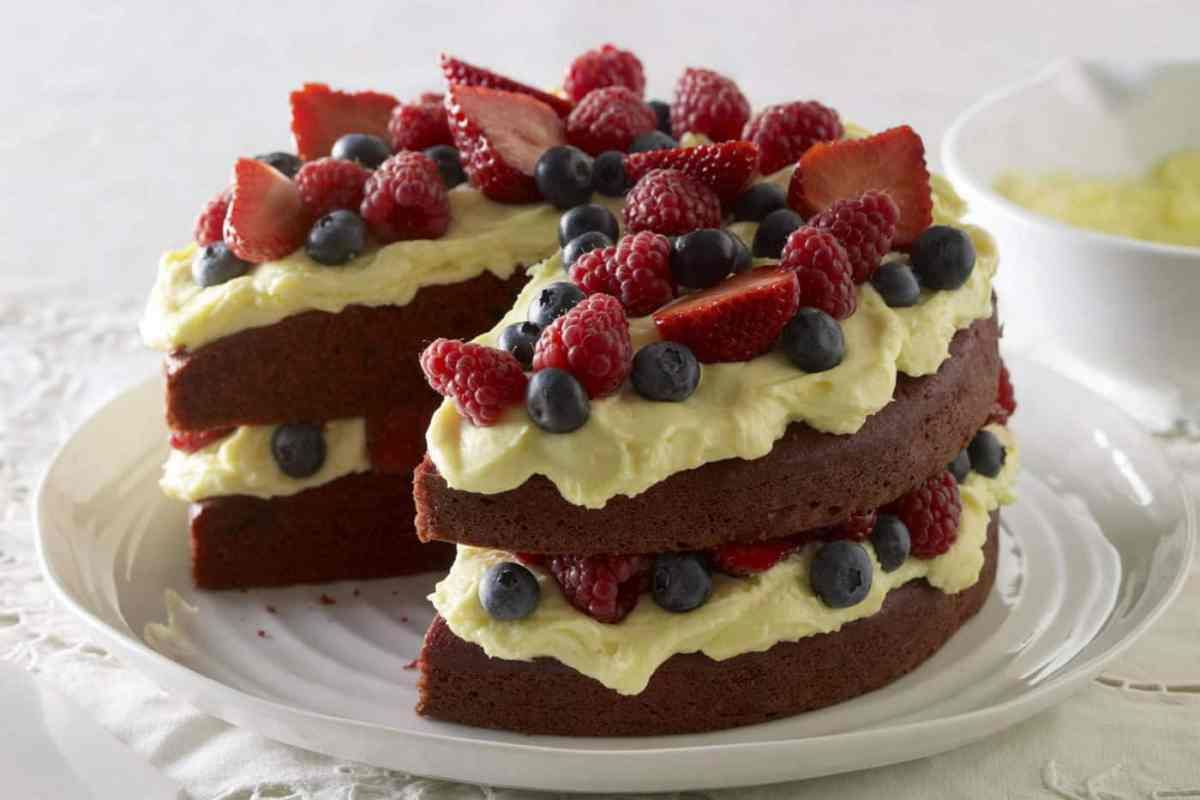 Kareena Cakes Order And Enjoy The Best Cakes In Ghana Kareena Cakes Is One Of The Best Cake Shops In Ghan Red Velvet Cake Red Velvet Cake Recipe Cake Recipes