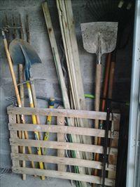 ratelier outils de jardin garten pinterest jardiner a palets und muebles. Black Bedroom Furniture Sets. Home Design Ideas