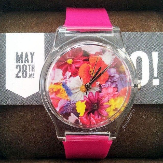 Grade kam ein Päckchen für mich an mit meiner selbst designten Uhr von @MAY28TH :) sie ist genau so geworden wie ich sie haben wollte emoji danke! Und nicht verpassen: am 25. Mai startet mein Giveaway in Kooperation mit @MAY28TH , wo ihr eure eigene, selbstentworfene Uhr gewinnen könnt :) emoji #may28th #watch #giveaway #love #girly #pink #flowers #colorful #dontmissit via @annaberrin