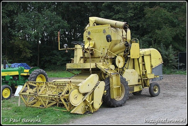 Pin By Spenny On Combines Antique Tractors Combine Harvester