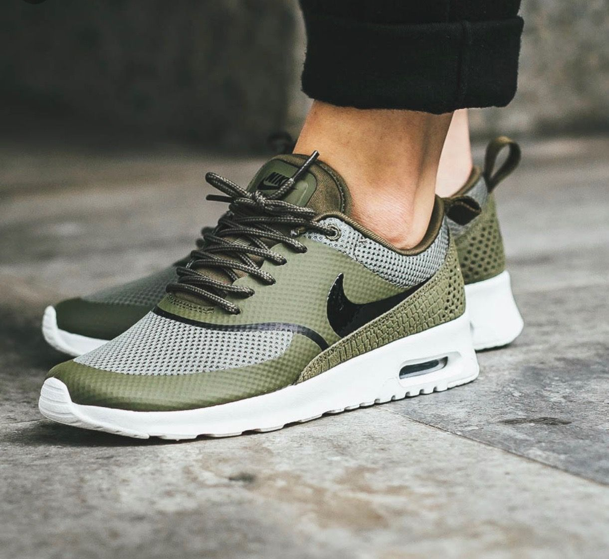 Nike Air Max Thea W shoes olive white | WeAre Shop