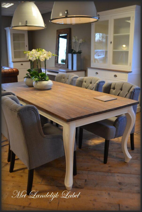 Eettafel met een doorleefd teak bovenblad en een queen ann for Eettafel stoelen landelijk