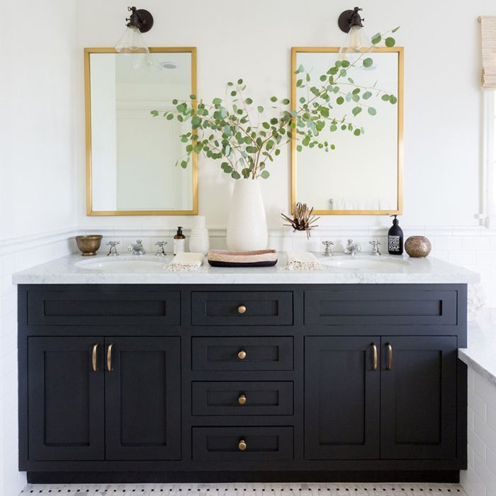 10 Bathroom Paint Colors Interior Designers Swear By #bathroomdecoration
