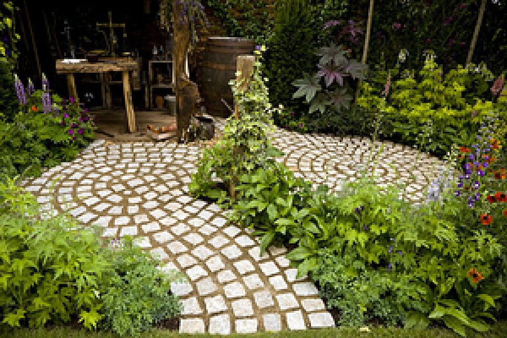 Patios y jardines grandes peque os for Patios y jardines