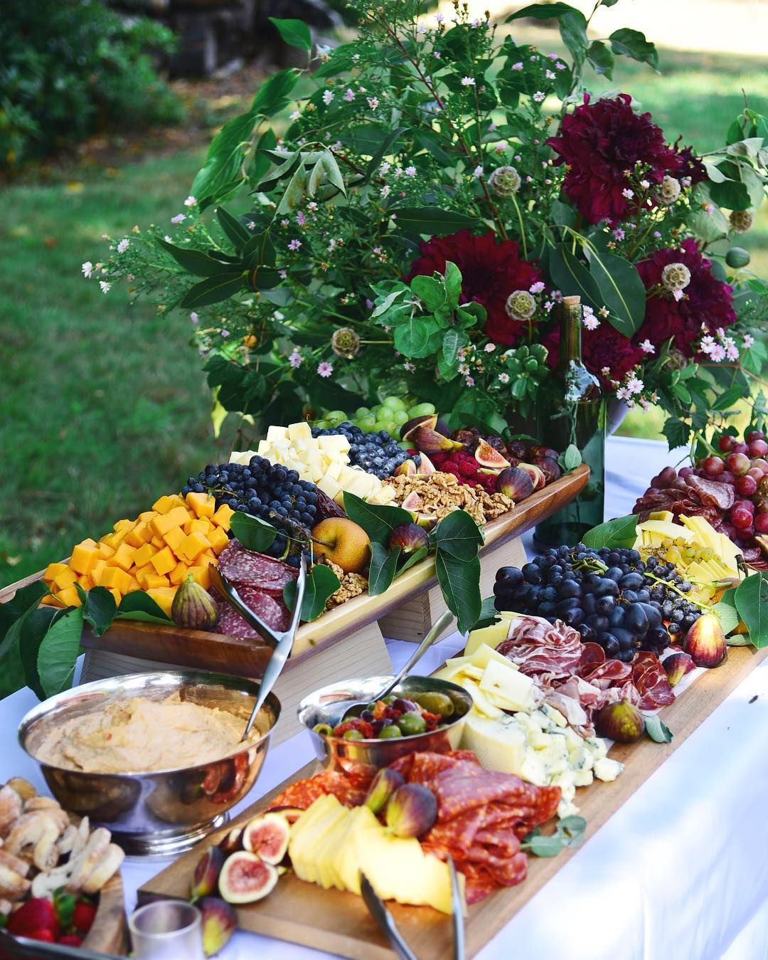 Food For Outdoor Wedding: Grazing Table For Outdoor Wedding Menu In Pacific
