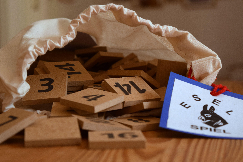Eselspiel - das handgefertigte Zahlenlegespiel für Klein und Groß.