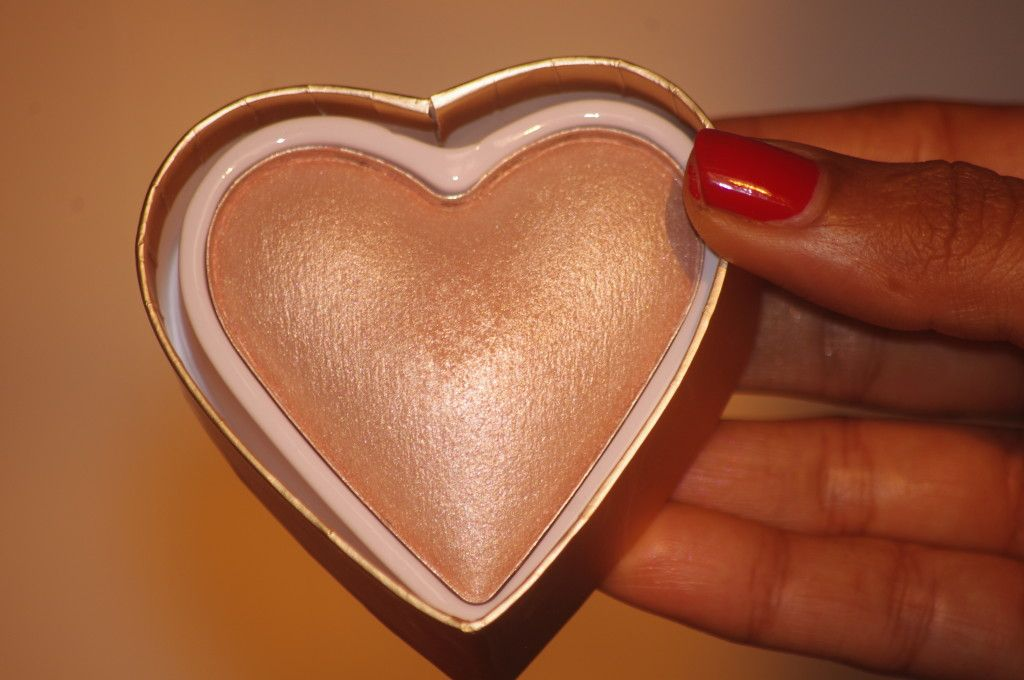 Makeup-Revolution-London-Triple-Baked-Highlighter-Goddess-Of-Love-review- swatch