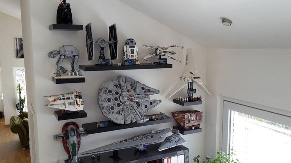 Lego Star Wars Ucs Millennium Falcon 75192 Falken Aufsteller Zusammengebaut In 2020 Star Wars Bedroom Star Wars Room Star Wars Decor