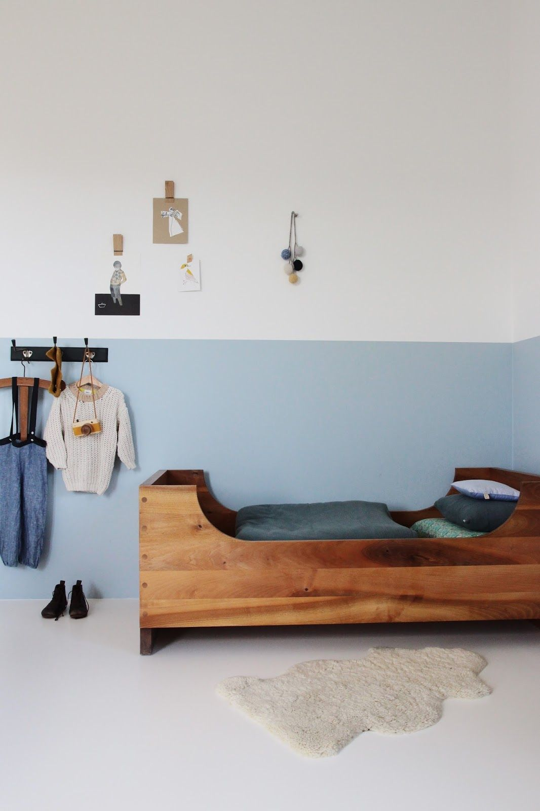 two toned wall | Interior | Pinterest | gemeinsame Kinderzimmer ...