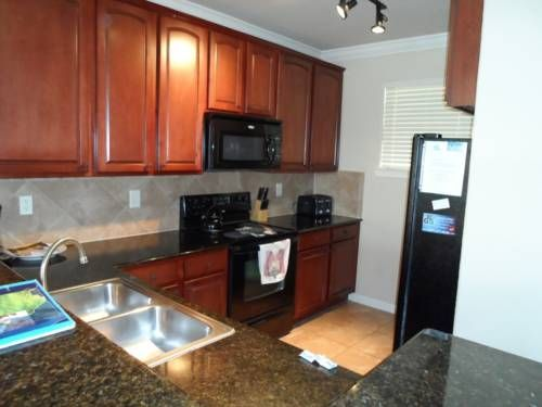 Bella Piazza Holiday Home 926 Davenport (Florida) Situated in Davenport, this air-conditioned apartment is 38 km from Orlando. The unit is 26 km from Kissimmee.  Other facilities at Bella Piazza Holiday Home 926 include an outdoor pool.