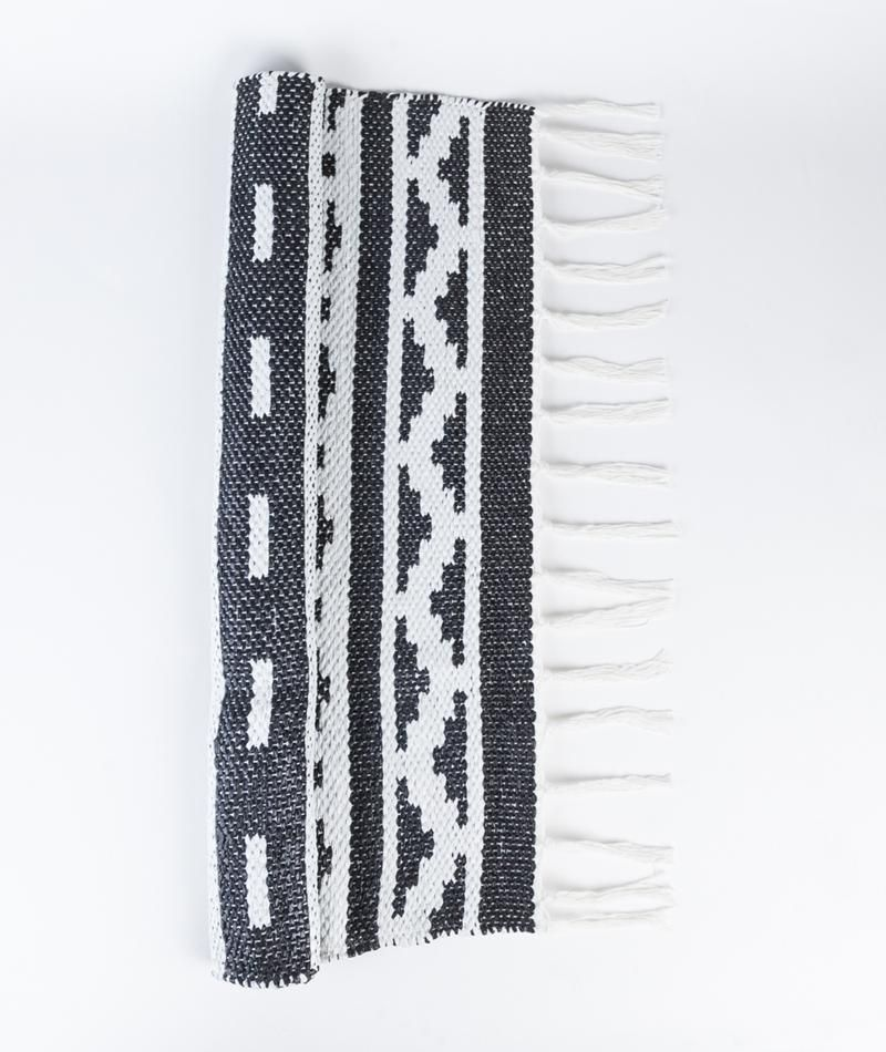 Teppich I Carpet I Inka Hz0138 I Kelim I Schwarz Weiß I Black and White I dänische Möbeldesign I Interior Danish Design