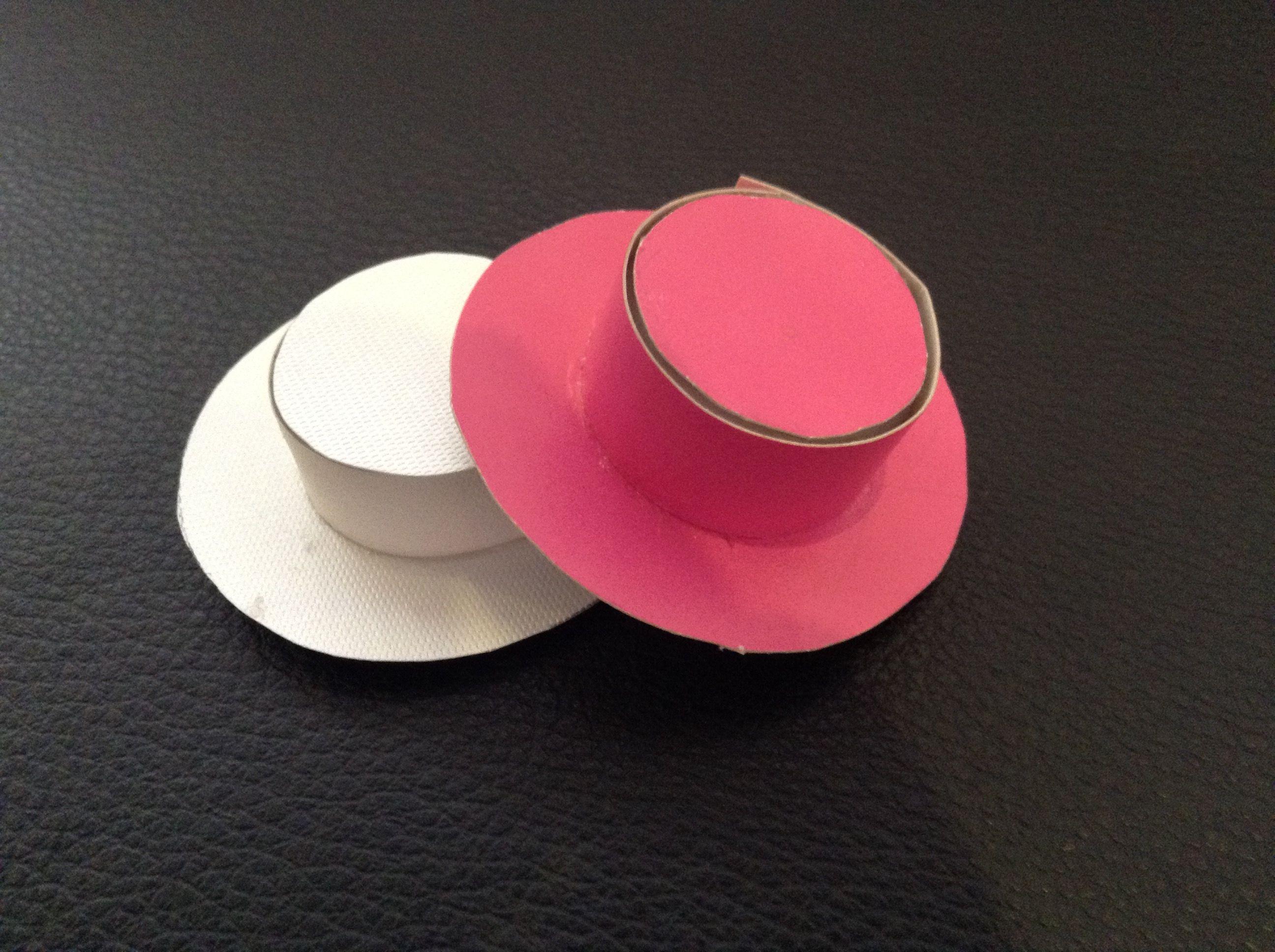 Ganchos em forma de chapéu. By Beatriz
