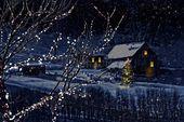 Photo of Szene des verschneiten Winters einer Kabine im Abstand. Nachts #affiliate #scene…