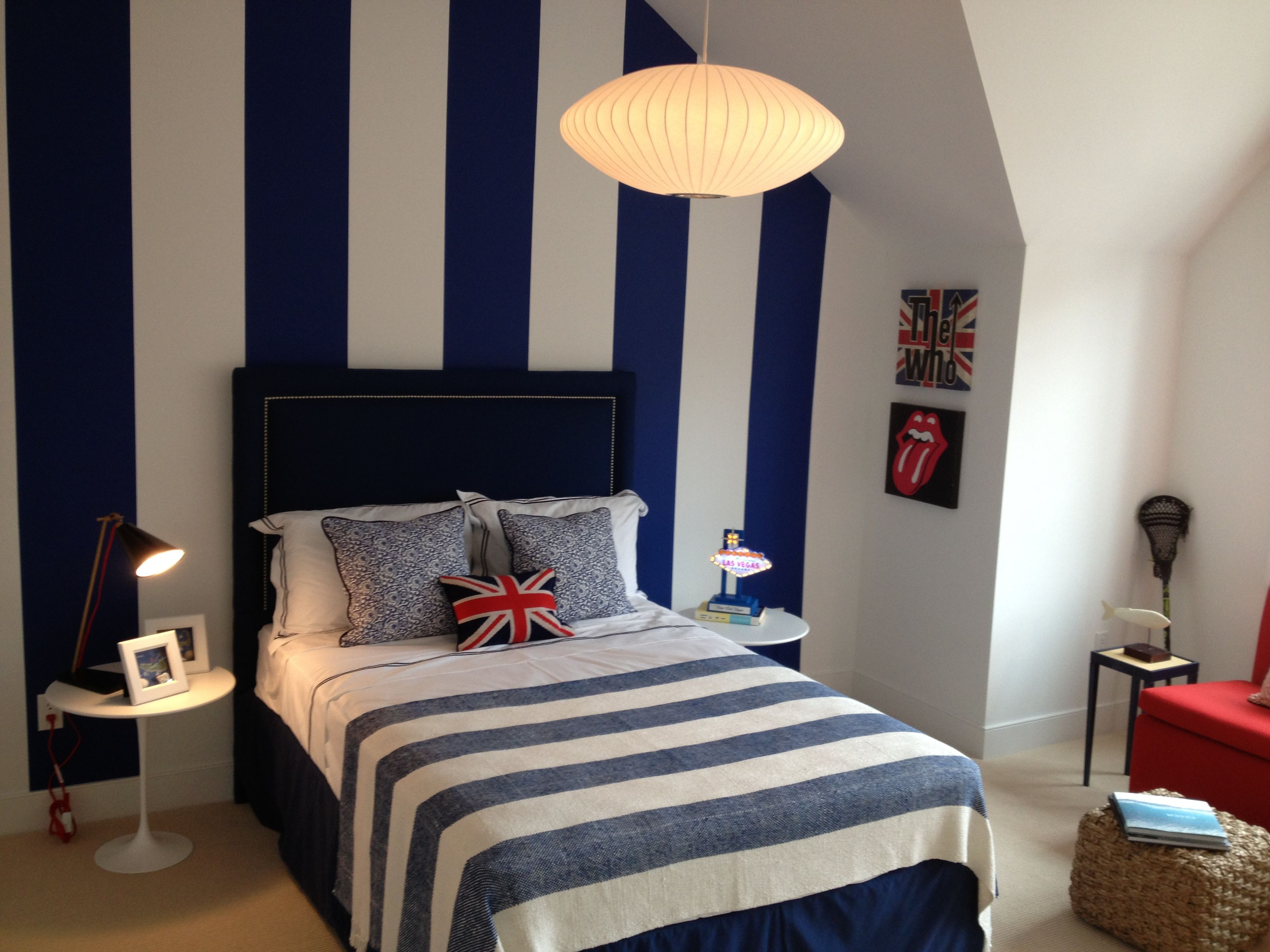 Boys bedroom loving navy and white and the stripes i for Blue and white boys room