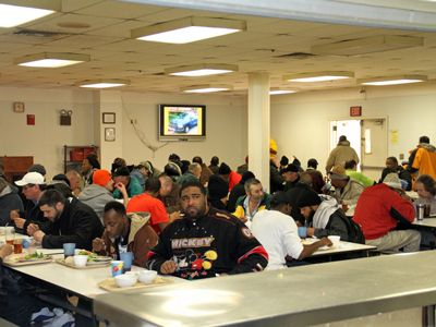 I Spent The Night In A Homeless Shelter Heres What It Was Like Homeless Shelter Homeless Shelter
