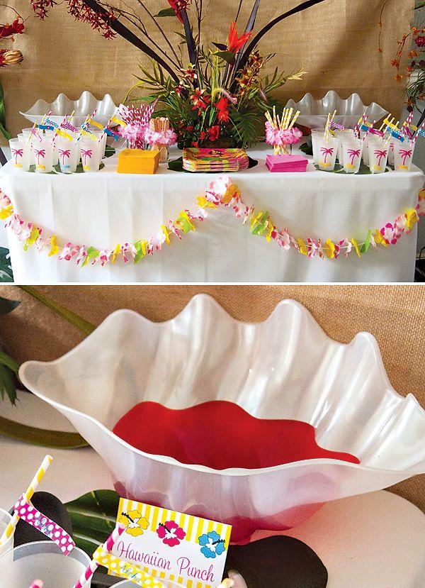 Flores, guardanapos, canudos e copos
