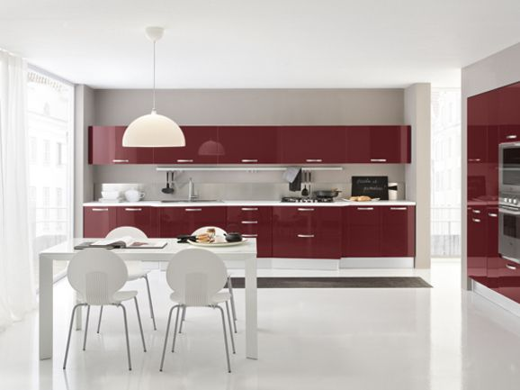 Cucina Moderna Bordeaux.Cucina Moderna In Finitura Bordeaux Lucido Con Maniglia A