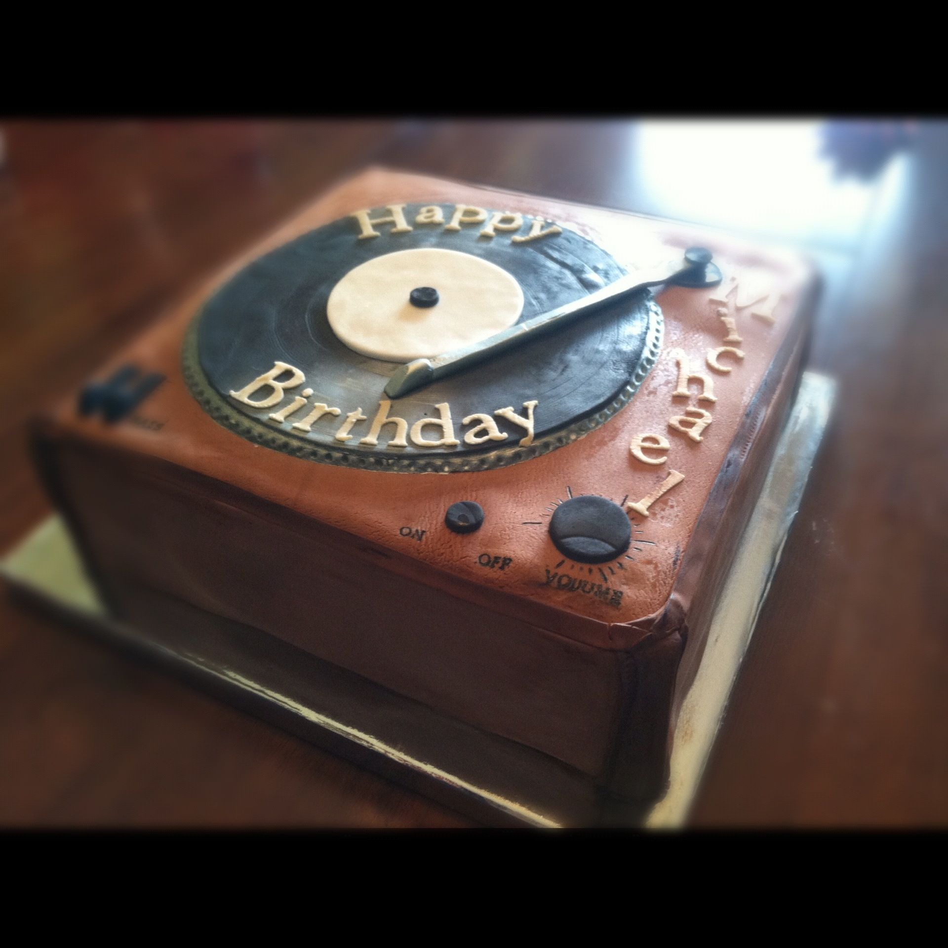 Vinyl Record Player Birthday Cake Or Whatever The Celebration May Be Cake Had This Made For My Hubby S Birthday Cake Pops Record Cake Birthday Cakes For Men