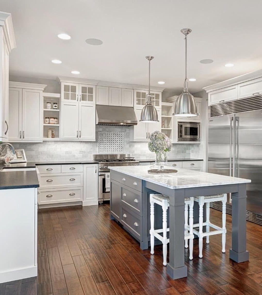 Ideas To Decorate The White Cabinets For Your Kitchen Whitekitchencabinets Whitekitch Grey Kitchen Island Contrasting Kitchen Cabinets Gray And White Kitchen