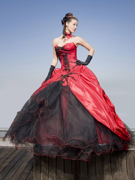 b6c80daf303 Ledee plesové šaty goth na míru na maturitní ples červenočerné - plesové  šaty