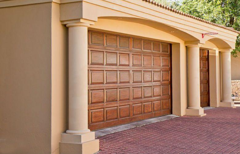 Dependiendo del tipo de puertas de garaje que se tenga en for Puertas para vivienda