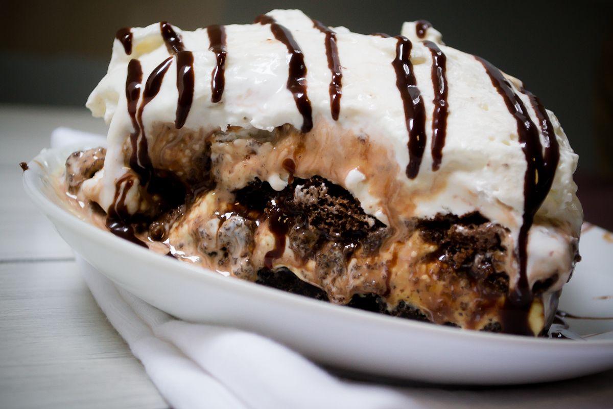 Elige tus ingredientes favoritos y consiente a tu familia con este postre fácil y delicioso. Sigue este paso a paso y aprendecómo hacer pastel helado .