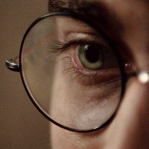 Harry, você tem os olhos iguais a da sua mãe!