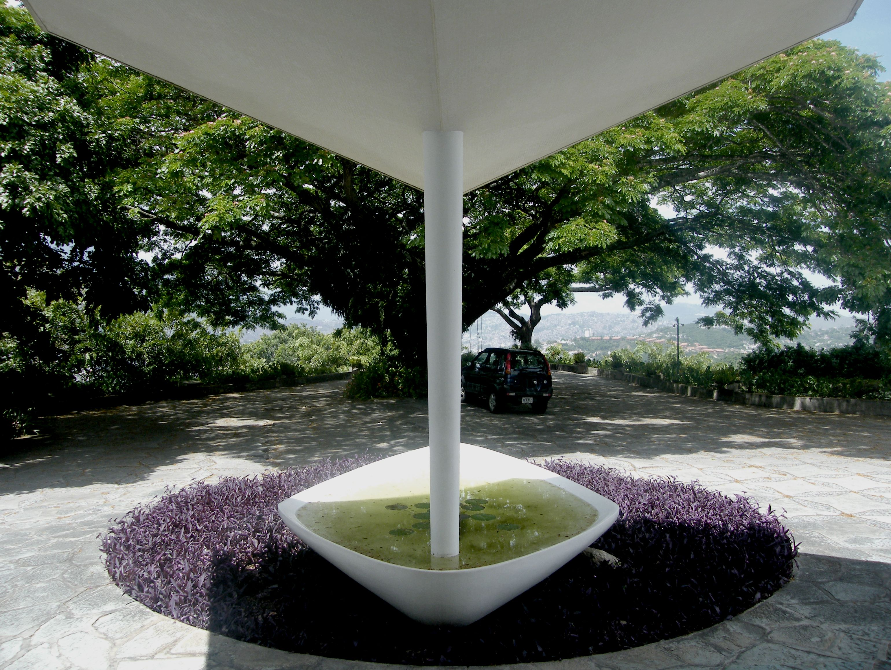 the entrance to Villa Planchart in Caracas by Gio Ponti