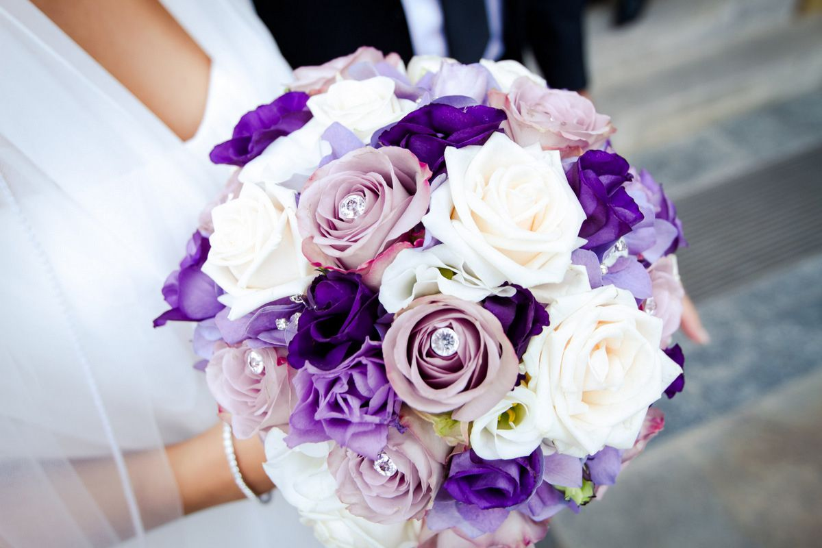 Brautstrauss In Lila Weiss Wedding Hochzeitsfoto Bride