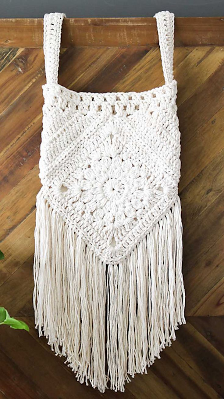 Free Crochet Pattern] This Bag Pattern Loaded With Bohemian Charm ...