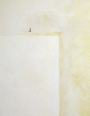 Nikotinflecken an der Wand überstreichen und isolieren mit Isolierfarbe. #jaegerlacke #isolierfarbe #nikotinfleck #nikotinverschmutzung