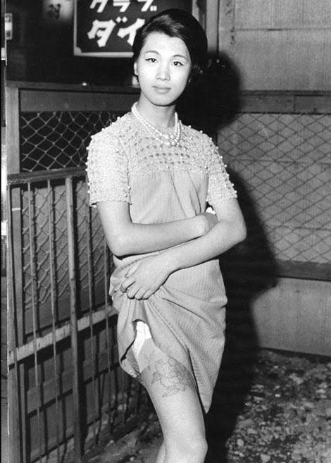 新宿 歌舞伎町の肖像 60 70年代のヤクザや風俗嬢を捉えた写真集