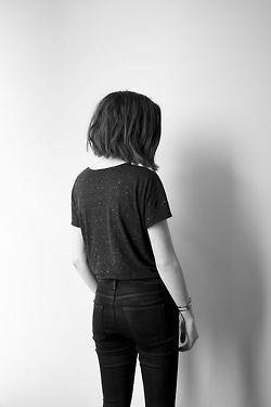 Chicas de pelo corto de espaldas