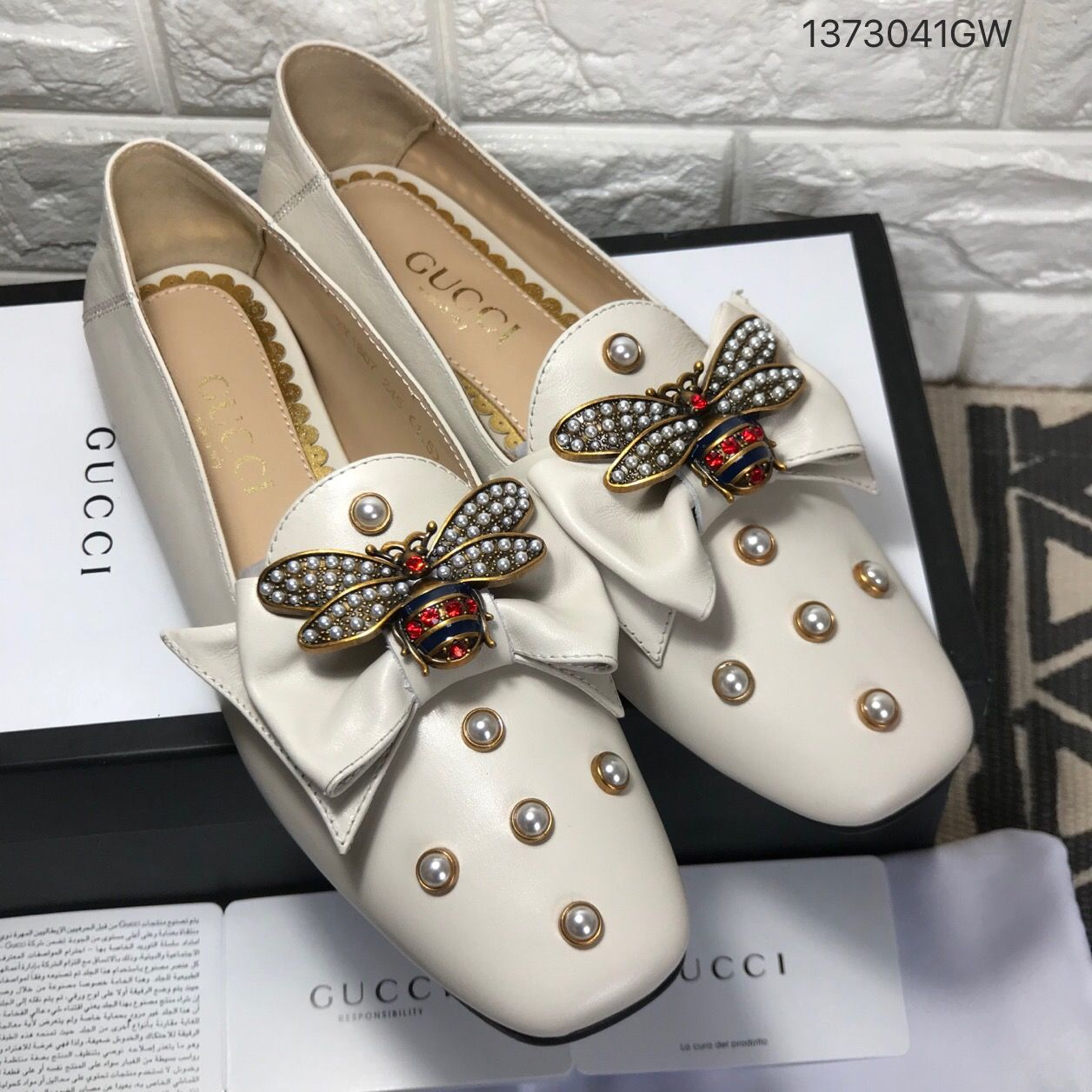 d217c7a72 Gucci woman shoes bee pearls studs flats | Shoes in 2019 | Shoes ...