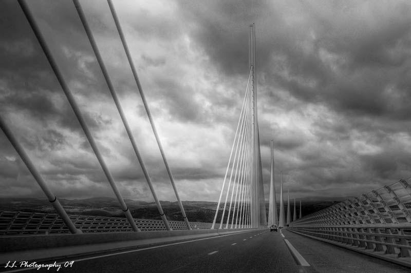worlds tallest bridge millau viaduct france (3)