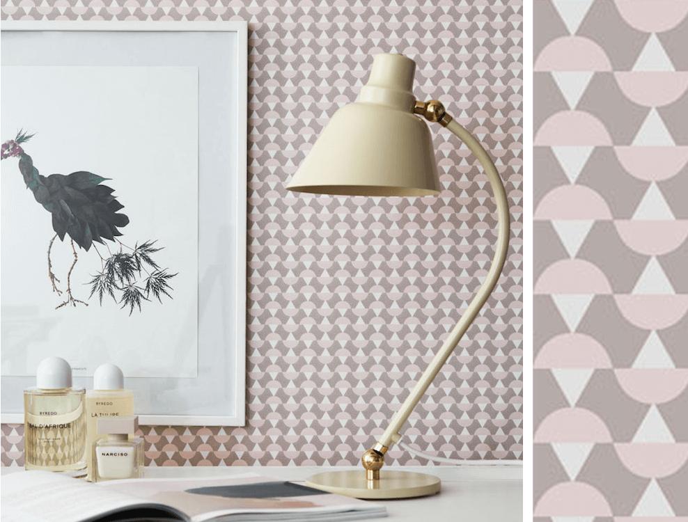 papier peint g om trique rose poudr et beige arne de. Black Bedroom Furniture Sets. Home Design Ideas